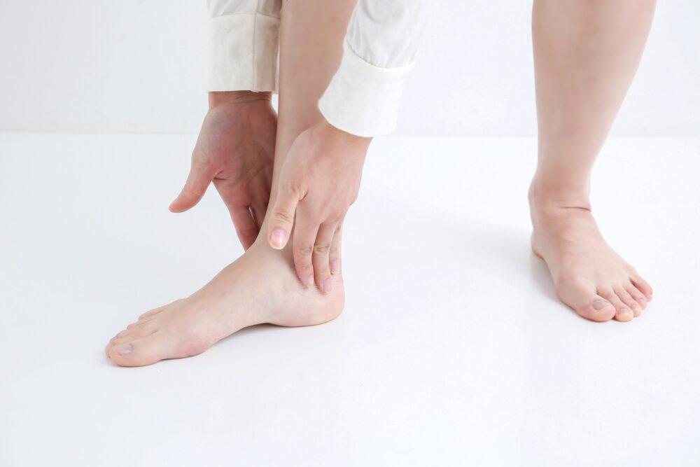 足の内側に痛みが…もしかしたら外脛骨障害かも!
