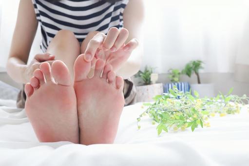 足を踏み出した時に親指が上に反ると痛い方は要チエックです!